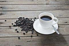 咖啡杯木头 免版税库存图片