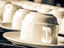 咖啡杯杯子梦想的重点前面有查找软的照片 图库摄影