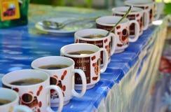 咖啡杯杯子梦想的重点前面有查找软的照片 免版税库存照片