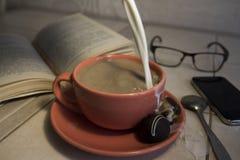 咖啡杯牛奶 免版税库存照片