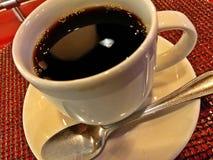 咖啡杯特写镜头有匙子的 免版税库存图片