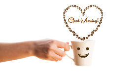 咖啡杯用咖啡豆塑造了与早晨好标志的心脏 库存图片