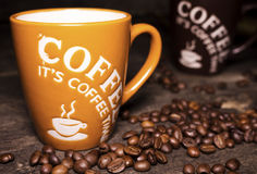 咖啡杯用咖啡豆 库存照片