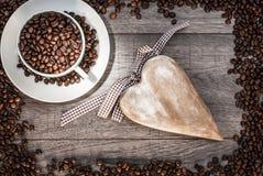 咖啡杯用咖啡豆 免版税库存照片