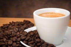 咖啡杯用豆 库存照片