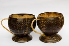 咖啡杯由椰子壳制成 免版税图库摄影