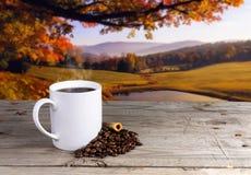咖啡杯秋天 图库摄影