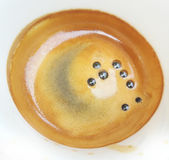咖啡杯表面的特写镜头与泡沫和泡影的 免版税库存照片