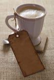 咖啡杯被塑造的老纸价牌 免版税库存照片