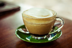 咖啡杯绿色茶碟 库存图片