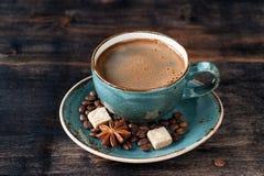 咖啡浓咖啡、糖和香料Сup  免版税库存图片
