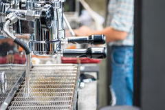 咖啡浓咖啡风险长的设备照片准备进程 免版税图库摄影