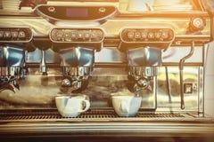 咖啡浓咖啡风险长的设备照片准备进程 库存照片
