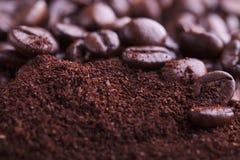 咖啡渣和豆 免版税库存图片