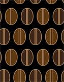 咖啡烤了在黑背景无缝的几何平的传染媒介样式例证的颜色豆 免版税库存照片
