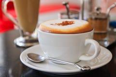 咖啡热奶咖啡或拿铁 免版税库存图片