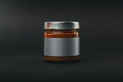 咖啡玉米玻璃瓶子溢出的表 免版税库存图片