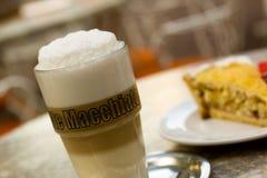 咖啡玻璃latte macchiato 库存照片