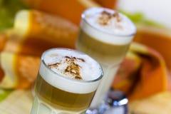 咖啡玻璃latte macchiato 免版税库存图片