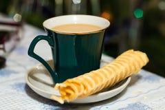 咖啡用手工制造奶蛋烘饼 免版税库存照片