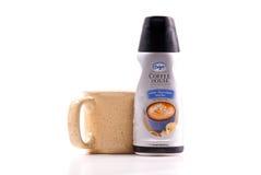 咖啡盛奶油小壶使国际高兴 库存图片