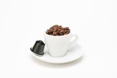 咖啡种子与胶囊的 图库摄影