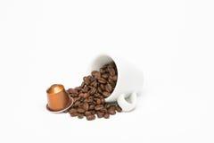 咖啡种子与胶囊的 库存图片