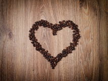 咖啡粒心脏爱 免版税库存照片