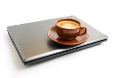 咖啡膝上型计算机 图库摄影