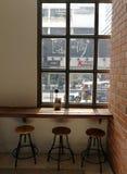咖啡自助食堂窗口视图  免版税库存图片