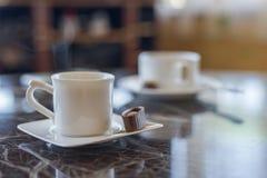咖啡芳香热奶咖啡巧克力cofee杯子空的热的浓咖啡饮料断裂牛奶早晨 免版税图库摄影