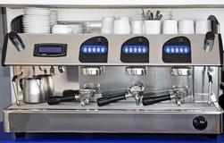 咖啡设备专业人员 免版税库存图片