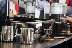 咖啡设备专业人员 免版税图库摄影