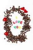 咖啡豆、信件我爱你和巧克力糖 免版税库存照片