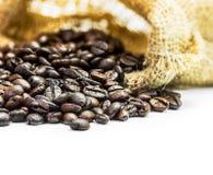 咖啡豆和包装 免版税图库摄影