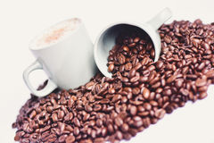 咖啡豆和咖啡杯 库存照片