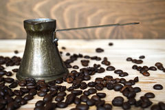 咖啡豆和土耳其咖啡 免版税图库摄影