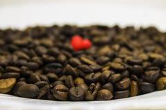 咖啡豆和心脏 免版税库存图片