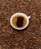 咖啡豆和无奶咖啡 图库摄影