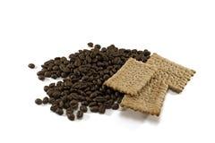 咖啡豆和曲奇饼 免版税库存照片