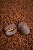 咖啡豆和粒子背景 图库摄影
