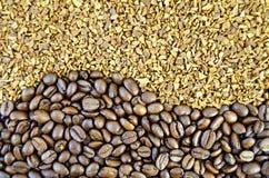 咖啡豆和粒状纹理 免版税库存照片