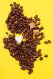 咖啡豆和糖 库存照片