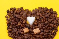 咖啡豆和糖 库存图片