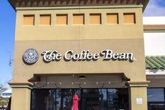 咖啡豆和茶叶咖啡馆标志 免版税库存图片