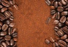 咖啡豆和被颗粒化的速溶咖啡 库存图片
