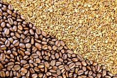 咖啡豆和颗粒状 库存照片