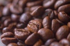 咖啡豆特写镜头与选择聚焦的 免版税库存照片