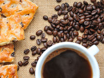 咖啡豆用曲奇饼 库存照片