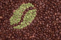 咖啡豆由绿色咖啡制成 免版税库存图片